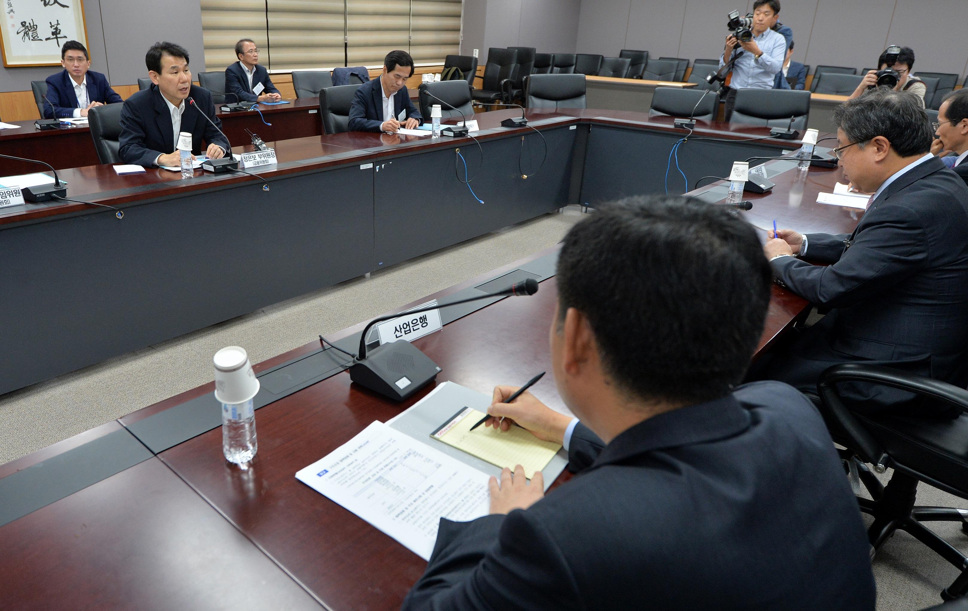 기업 구조조정 방안 논의하는 정부 관계자들<사진=뉴스1>