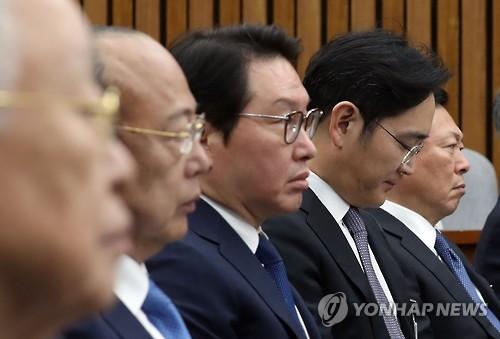 6일 국정조사 청문회에 출석한 이재용 삼성전자 부회장 등 재벌 오너들<사진=연합뉴스>