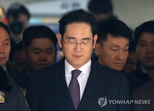 영장실질심사 마치고 나오는 이재용 부회장 <사진=연합뉴스>