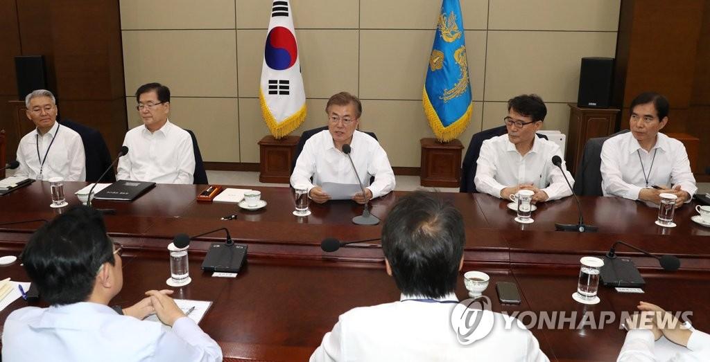 수석보좌관 회의 주재하는 문재인 대통령<사진=연합뉴스>