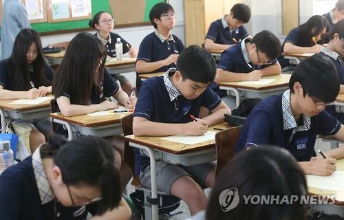 2016년 국가수준 학업성취도평가가 시행된 한 중학교 교실 모습(사진=연합뉴스)