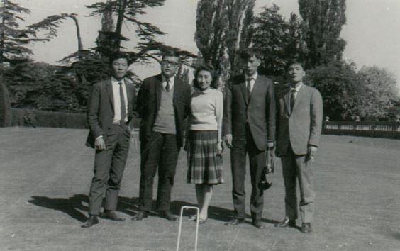 1967년 케임브리지 대학 교정에서. 왼쪽부터 김신근 씨. 박노수씨 부부. 임민식 씨, 김판수 씨<사진=고 박노수씨 딸 제공>