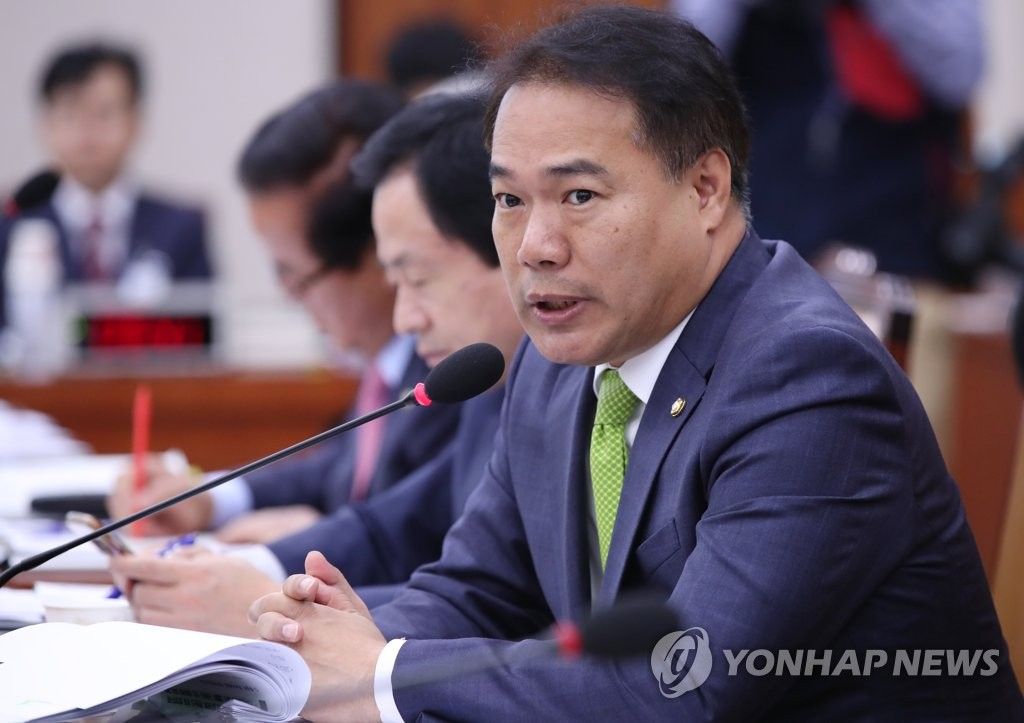 질의하는 이용주 의원(사진=연합뉴스)