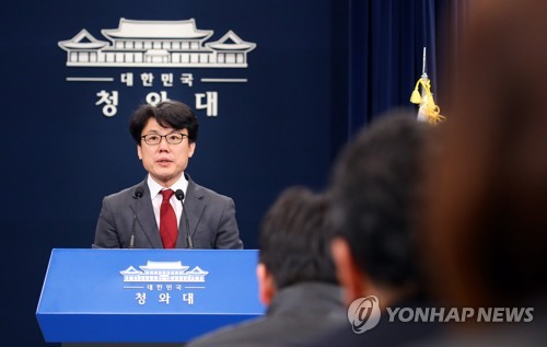 Presidential aide for political affairs Jin Sung-joon speaks during a press briefing on Monday.