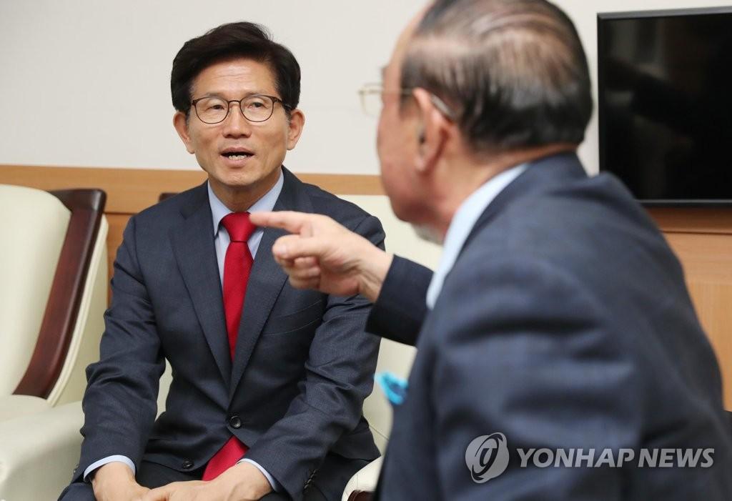 19일 노인회 방문한 자유한국당 김문수 서울시장 후보