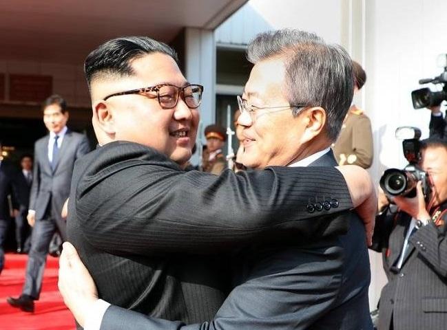 문재인 대통령-김정은 위원장 5월 정상회담 <사진 = 청와대 제공>