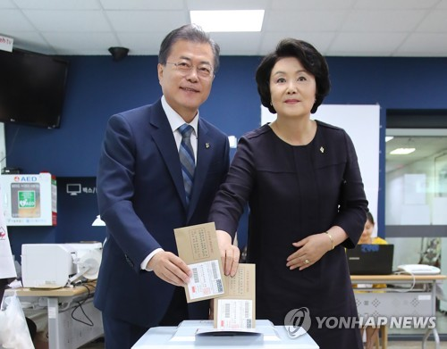 President Moon and First Lady Kim take part in early voting for the local elections.