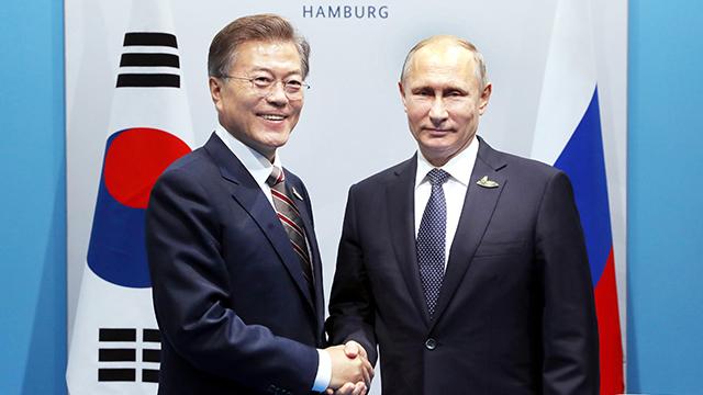 문재인 대통령, 블라디미르 푸틴 러시아 대통령 <사진=연합뉴스>