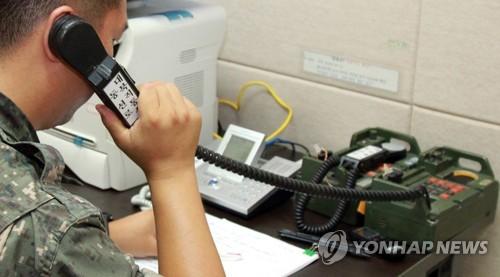 남북 서해지구 통신선 통화 모습 <사진=연합뉴스>