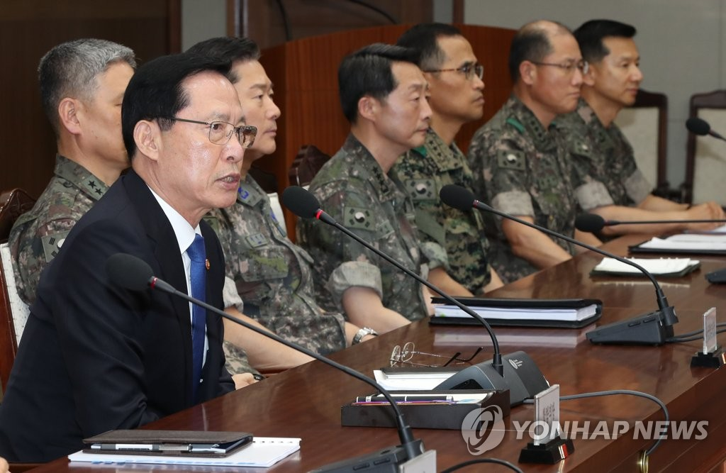 Defense Minister Song Young-moo orders top military commanders to actively cooperate with probe into Defense Security Command.