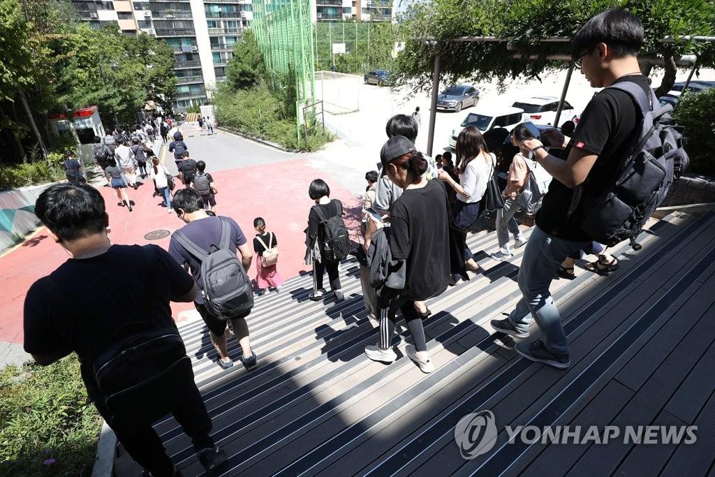 국가공무원 7급 공채 필기 마친 수험생들 <사진=연합뉴스>