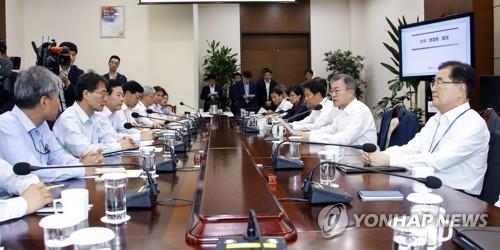문재인 대통령 주재 수석 보좌관회의 <사진=연합뉴스>