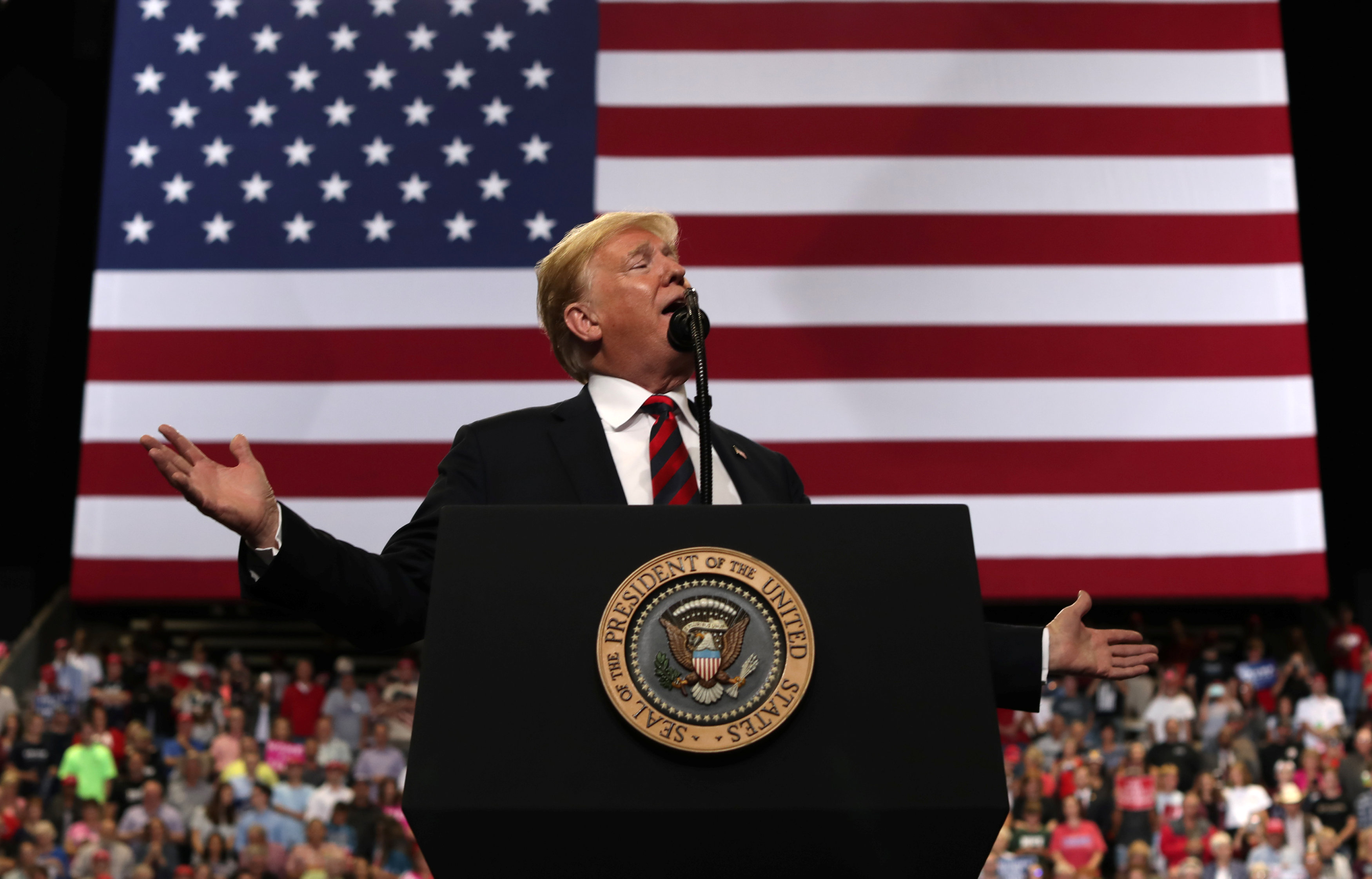 U.S. President Donald Trump speaks during a campaign rally in Springfield, Missouri <Photo: AP>