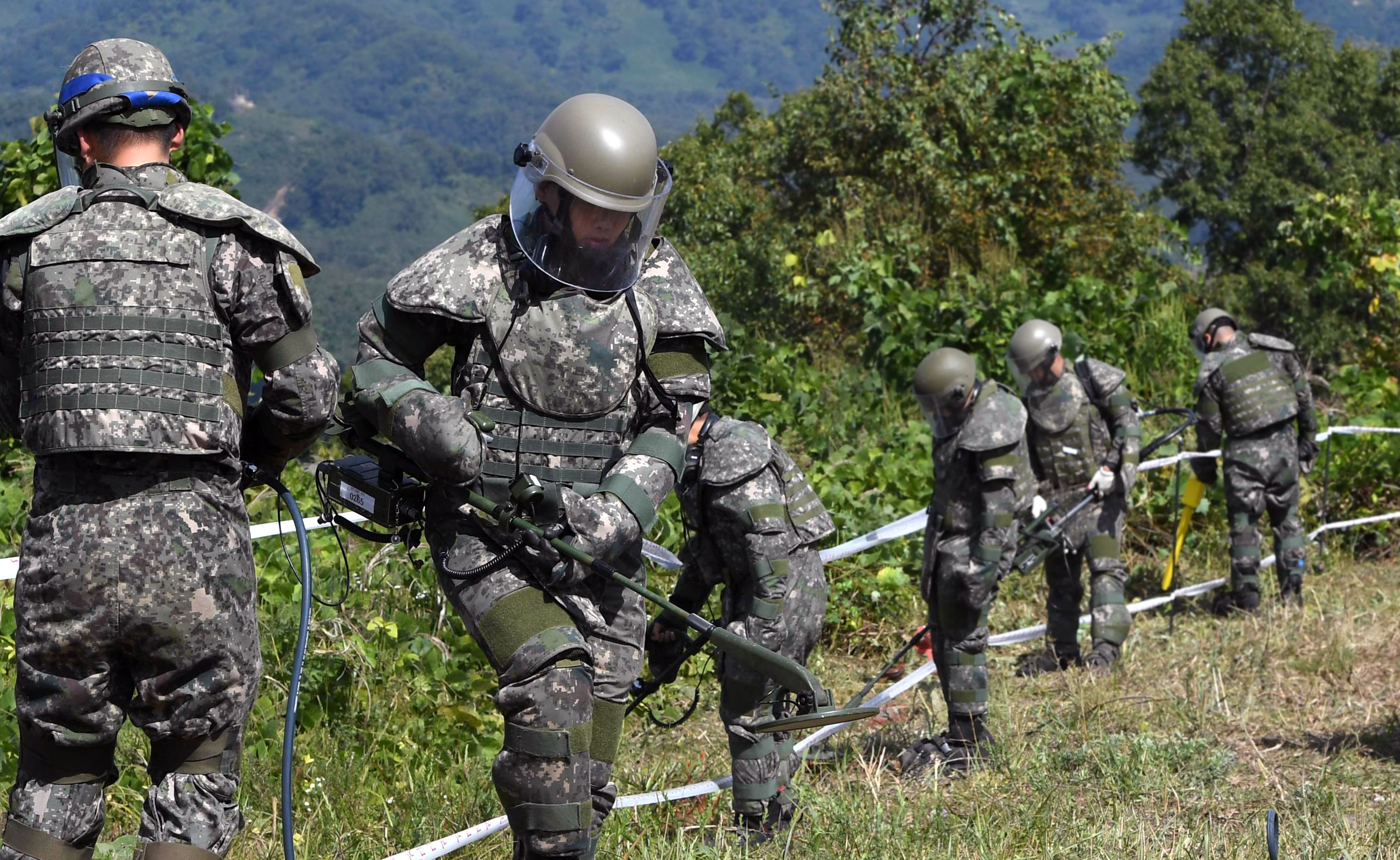 The two Koreas have nearly finished demining operations at the Joint Security Area in the Demilitarized Zone. <Photo: Yonhap News>