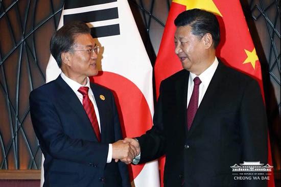 문재인 대통령과 시진핑 중국 국가주석 <사진=청와대>