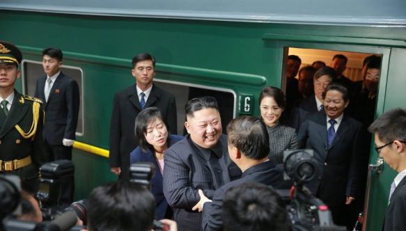 전용열차로 중국에 방문한 김정은 국무위원장 모습 <사진=연합>