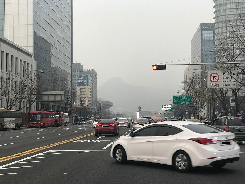 미세먼지가 짙은 서울 도심 <사진=tbs>
