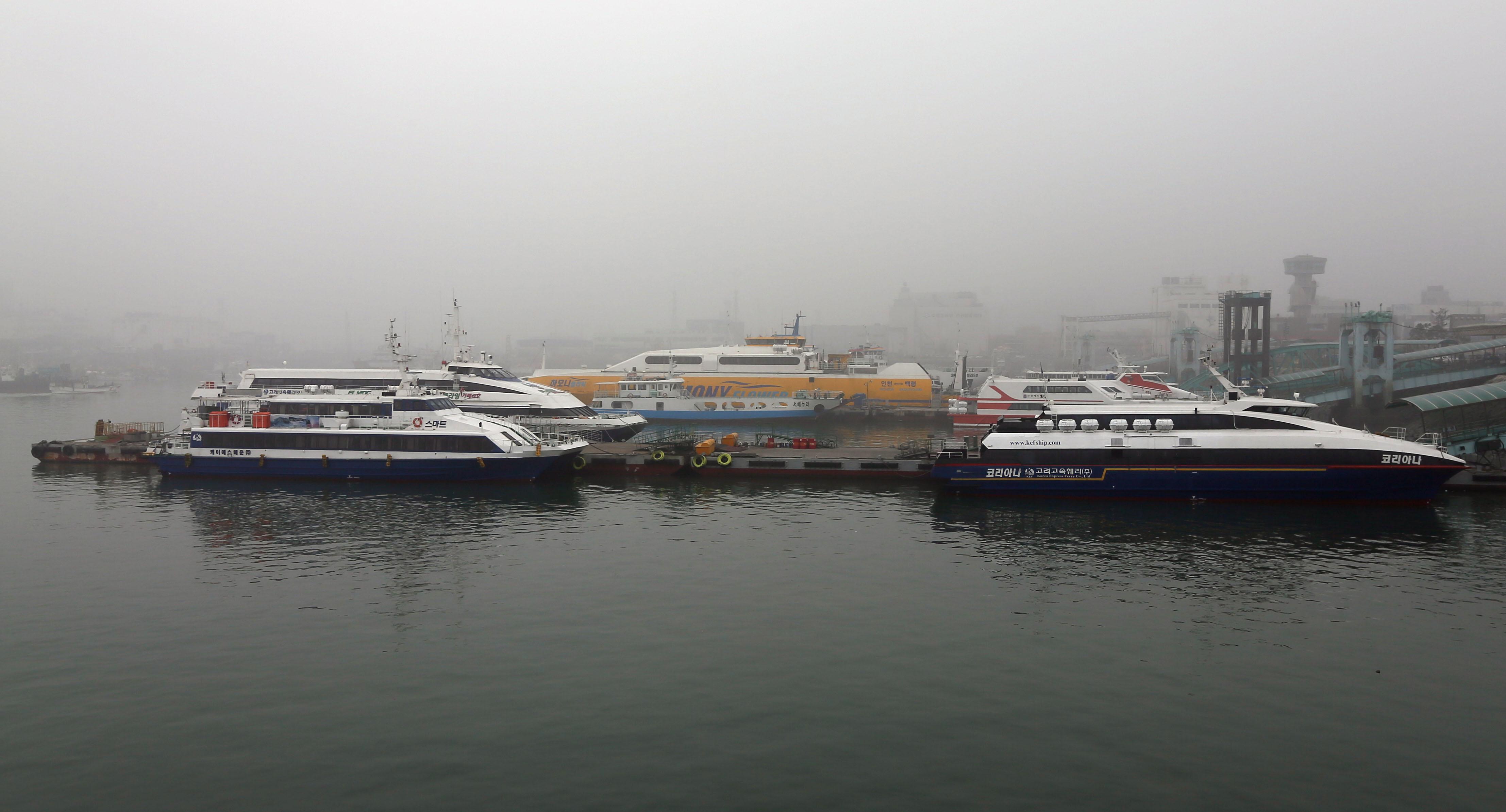 짙은 안개로 발 묶인 인천 여객선 <사진=연합>