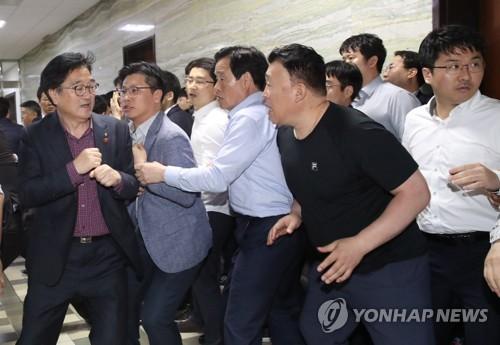패스트트랙 충돌 '동물국회'<사진=연합뉴스>
