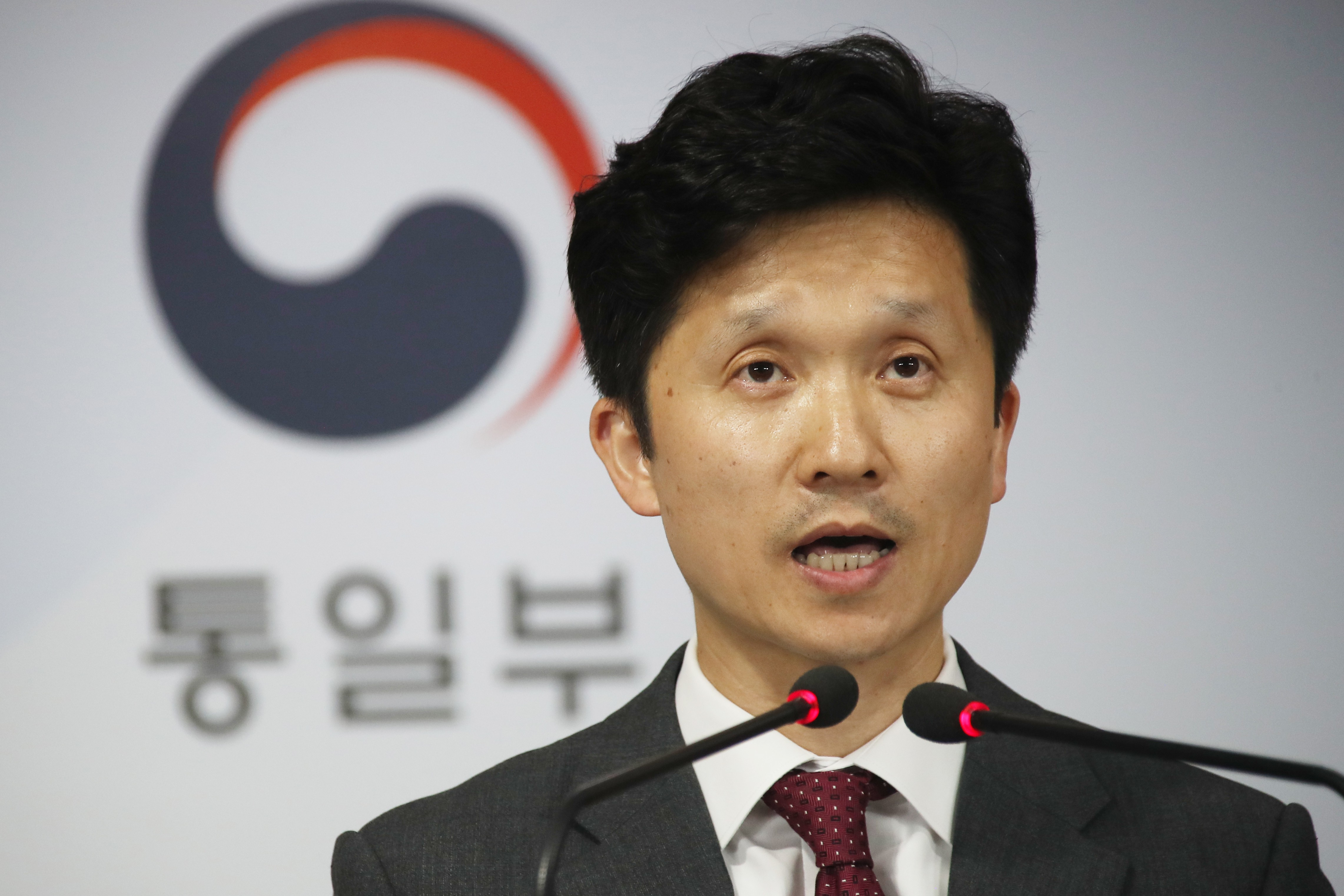 Unification Ministry spokesman Lee Sang-min announces on May 17th, 2019 a decision to provide 8 million dollars of food aid to North Korea. <Photo: Yonhap News>