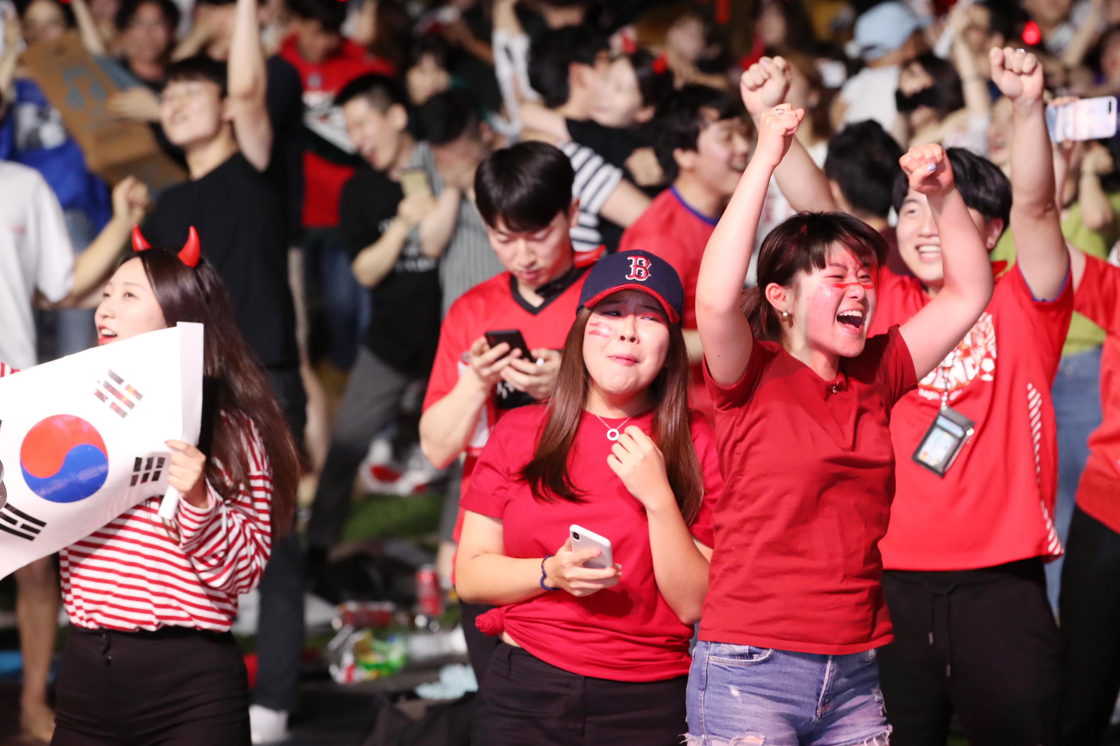 거리 응원 <사진=연합뉴스>