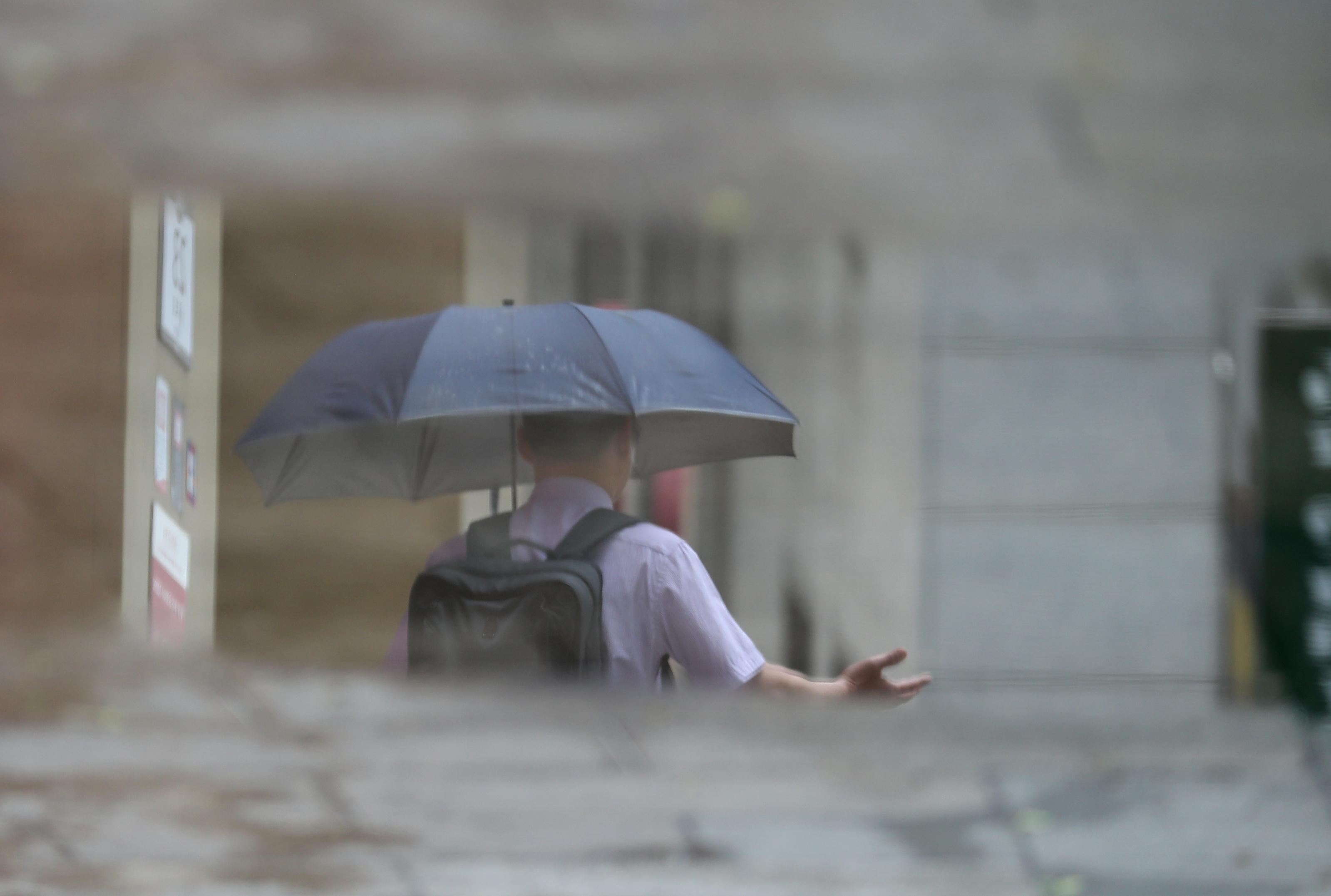우산 쓴 시민 <사진=연합>