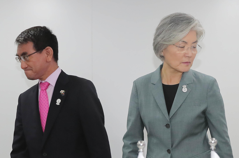 한일 외교장관 회담 <사진=연합>