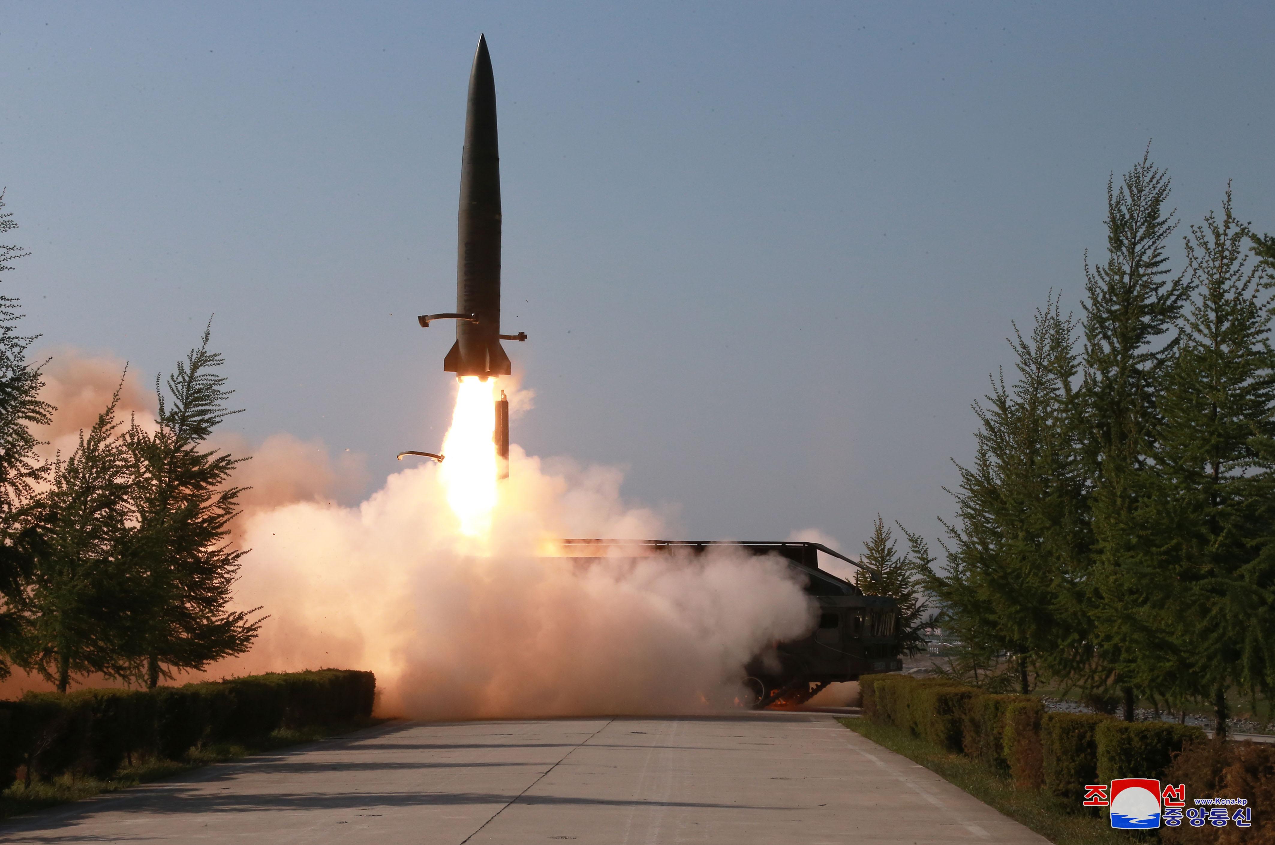 북한의 단거리 미사일 발사 장면 <사진=연합>
