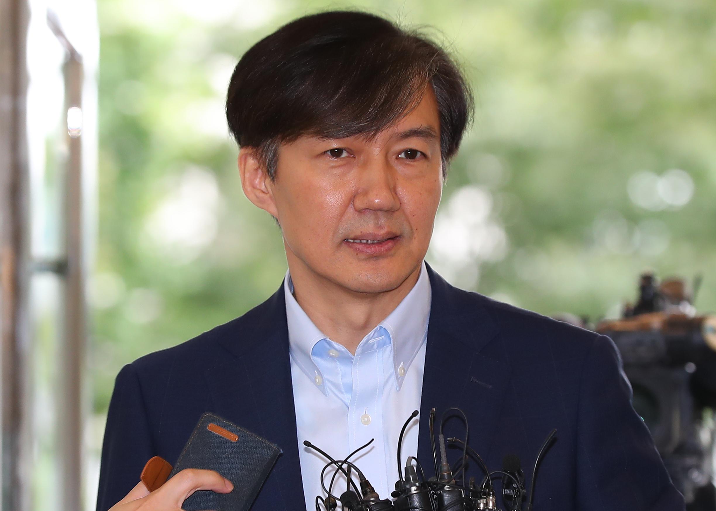 취재진 질문에 답하는 조국 후보자<사진=연합뉴스>