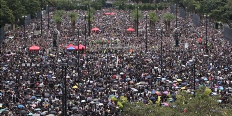 빅토리아 공원에 모인 홍콩 시민들 <사진=연합>