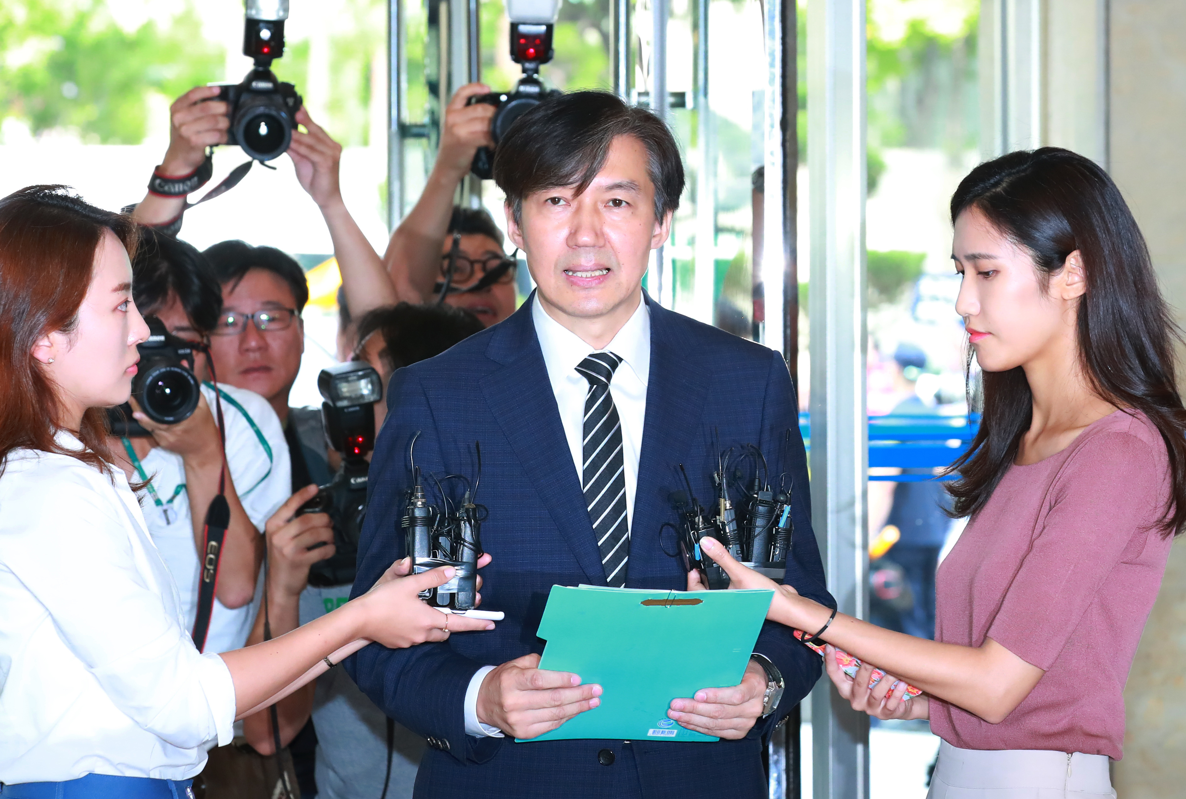 Justice Minister nominee Cho Kuk speaks to reporters over corruption and fraud allegations involving his family on August 21, 2019. <Photo: Yonhap News>