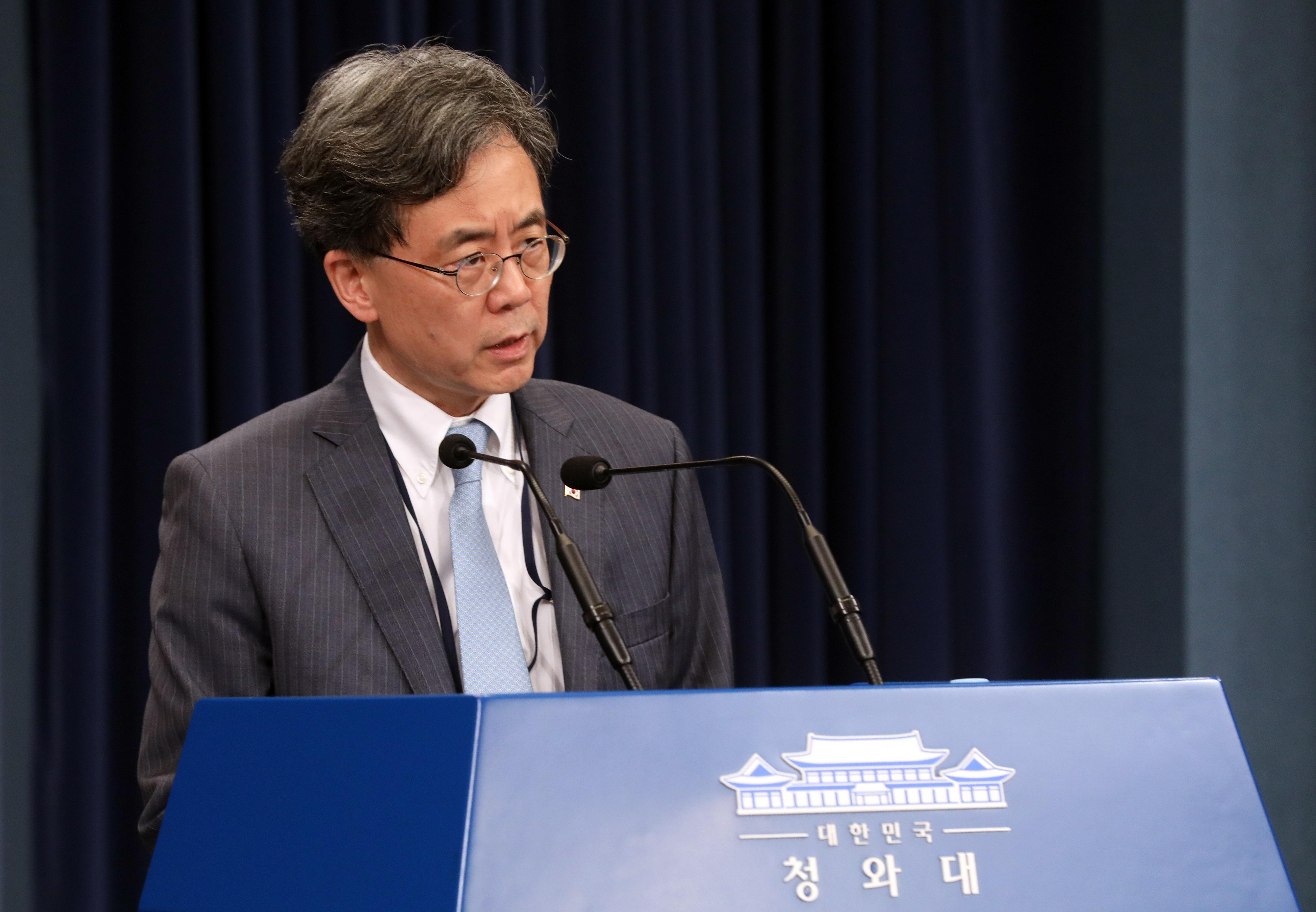 지소미아 관련 브리핑 하는 김현종 차장 <사진=연합>