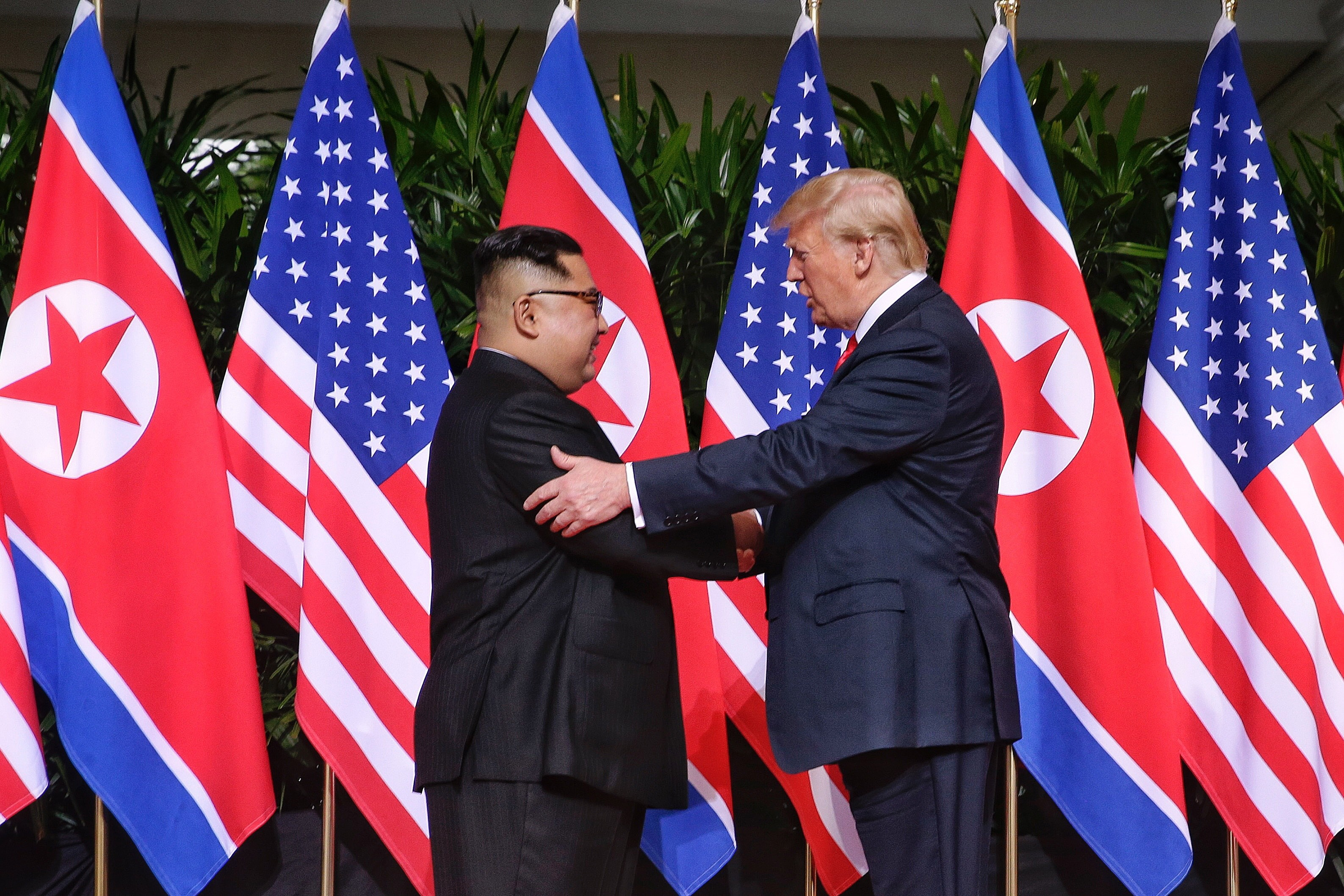 U.S. President Donald Trump (R) and North Korean leader Kim Jong-un meet for the first time in June 2018 in Singapore. <Photo: Yonhap News>