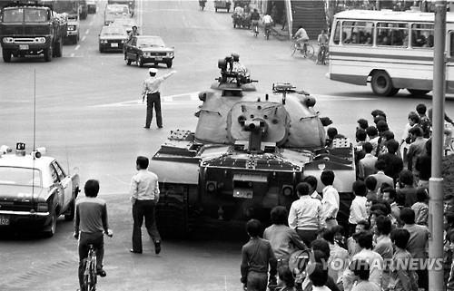 부마민주항쟁 당시 부산 시내에 등장한 탱크 <사진=연합>