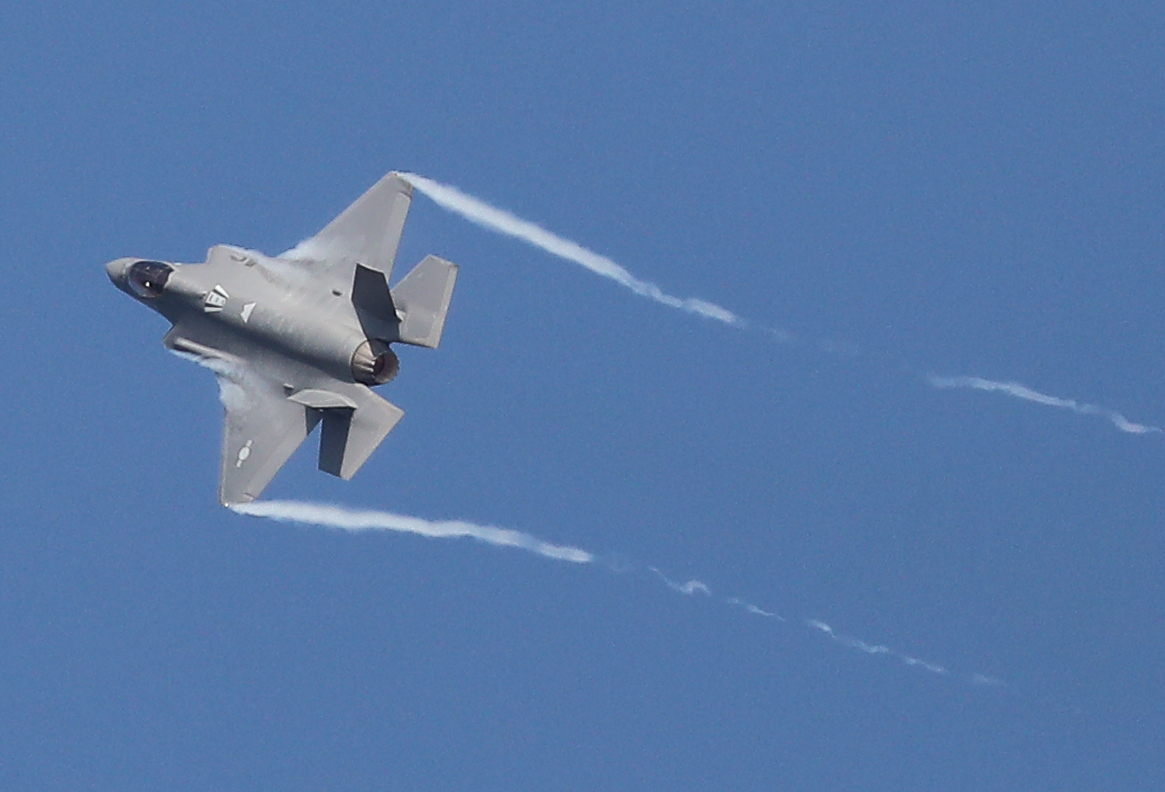 An aerial demonstration by an F-35 stealth fighter jet <Photo: Yonhap News>