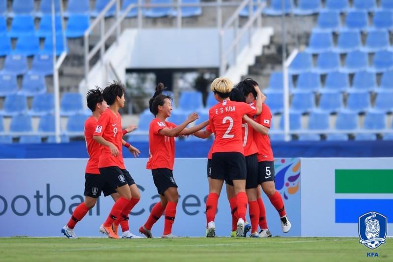 호주에 9대 1 승리 기뻐하는 한국 U-19 여자대표팀 선수들<AFC 제공>