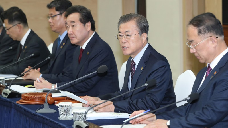 President Moon Jae-in chairs a Cabinet meeting. <Photo: Yonhap News>