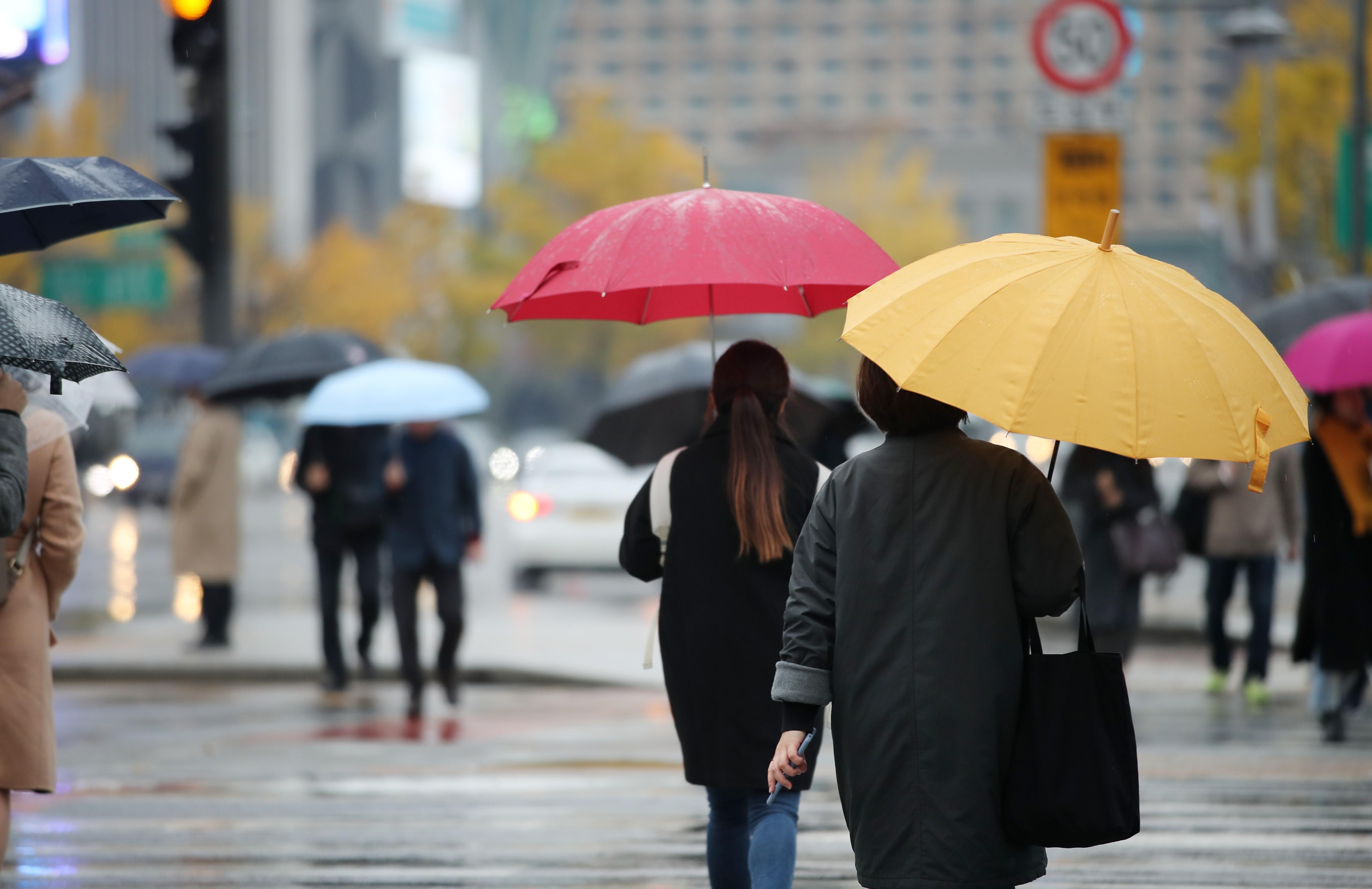 '우산 챙기세요' <사진=연합>