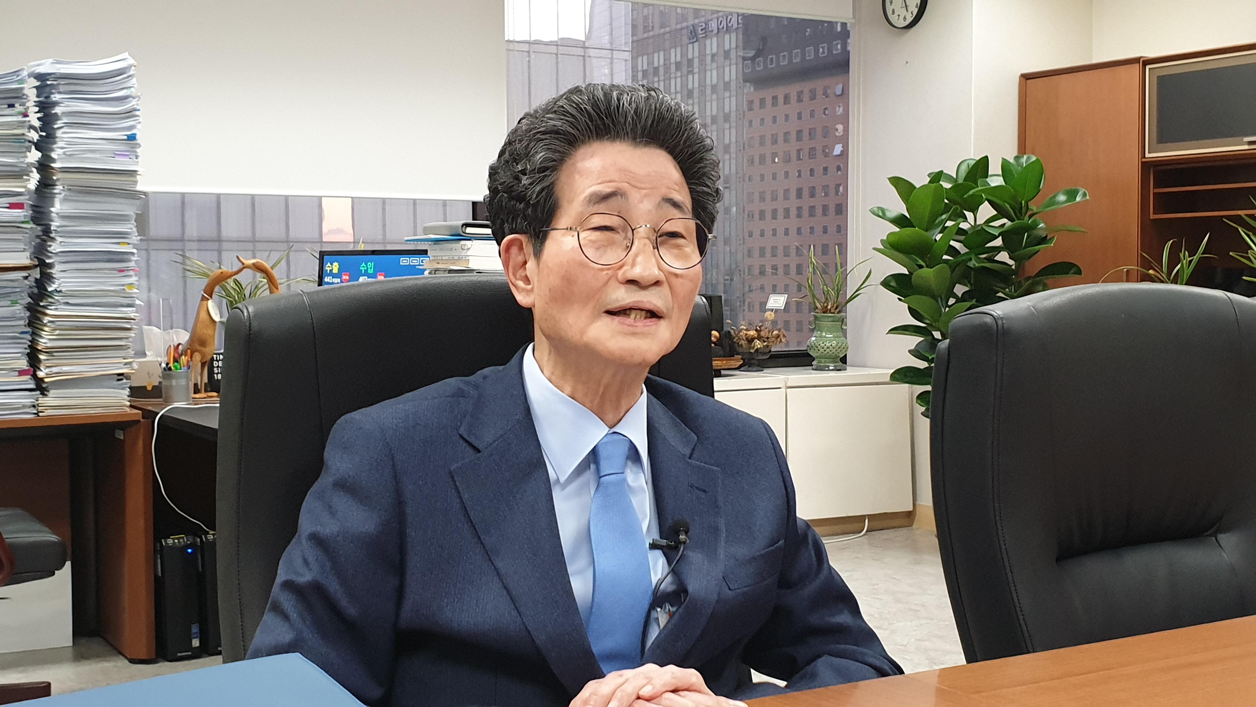 tbs와 인터뷰하는 이목희 일자리위원회 부위원장