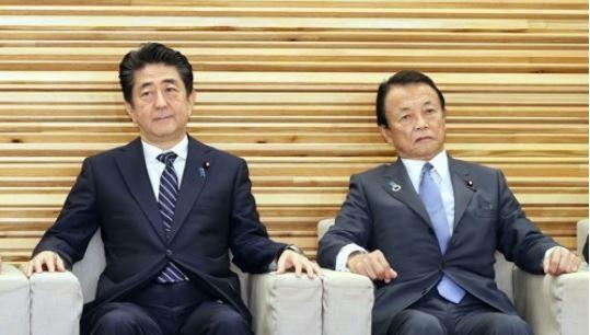 아베 신조 일본 총리와 아소 다로 부총리 <사진=연합=교도>