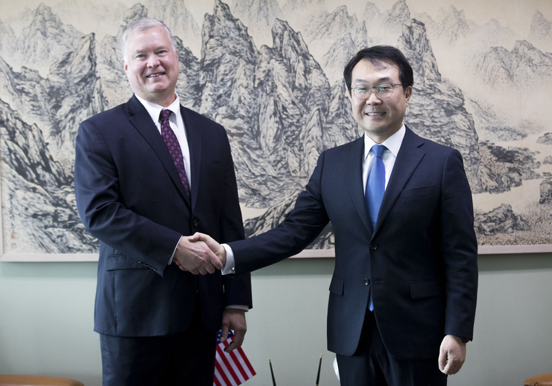 U.S. Special Representative for North Korea Stephen Biegun (L) meets with his South Korean counterpart, Lee Do-hoon, in August in Seoul.