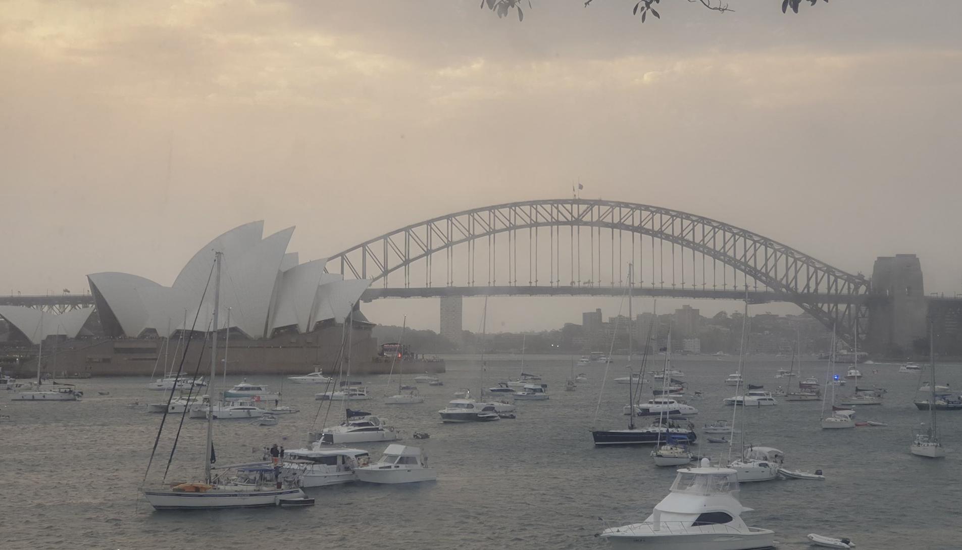 먼지 가득한 호주 시드니의 하늘