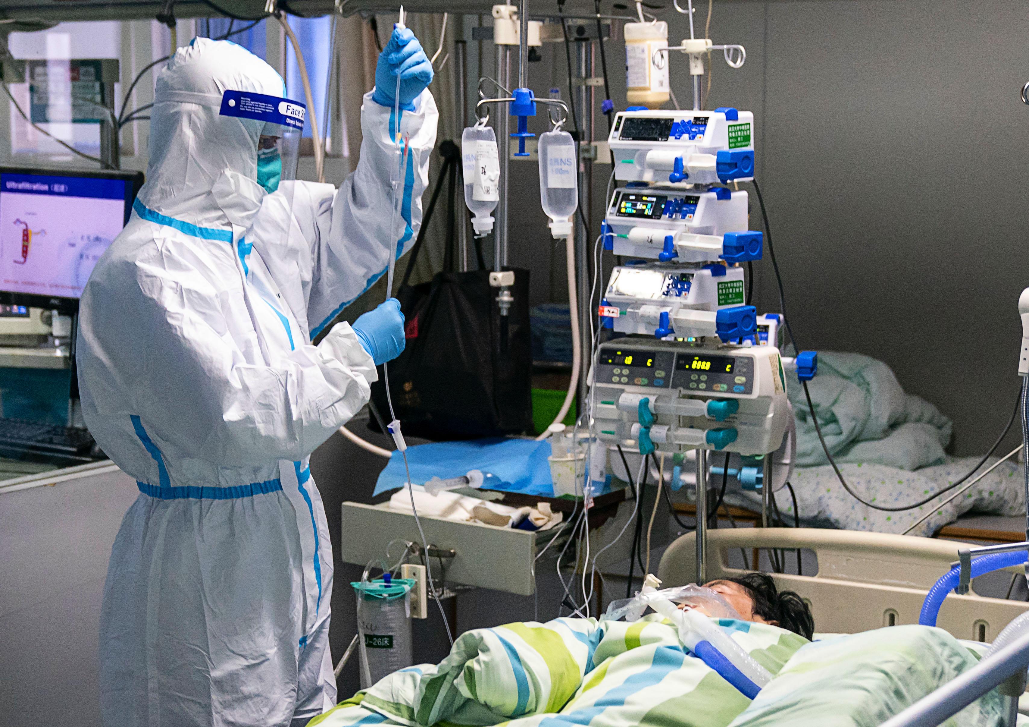 병원서 집중치료 받는 '우한 폐렴' 환자
