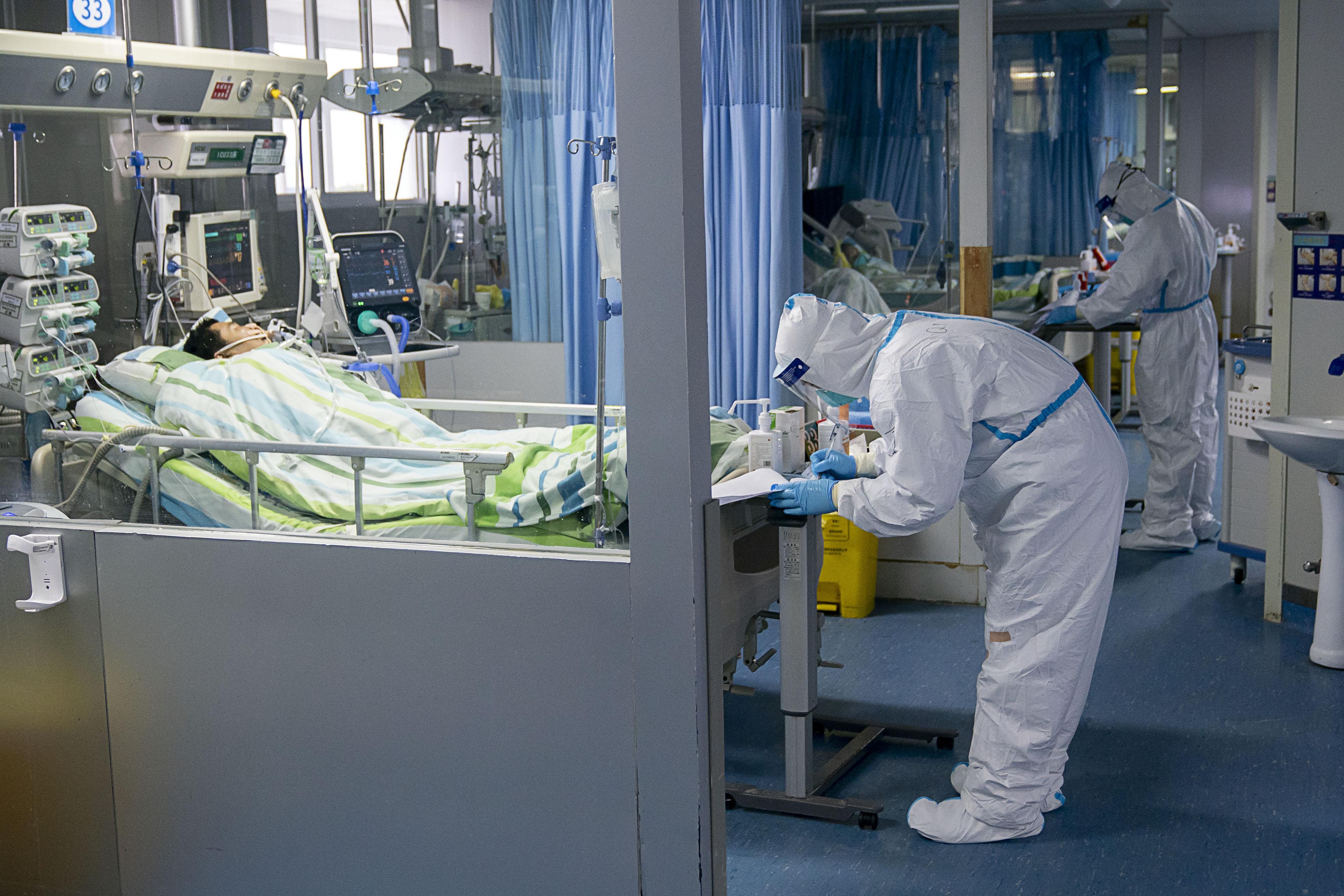 집중치료실에서 치료받는 중국 신종코로나 환자들