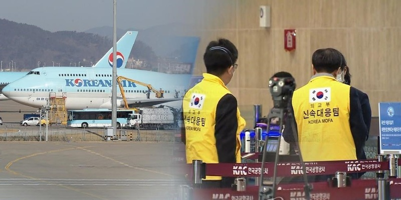 701 South Koreans were evacuated by two chartered planes last week.
