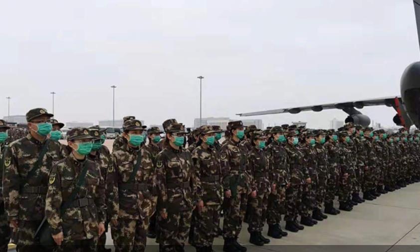 우한에 파견되는 중국 군 의료진