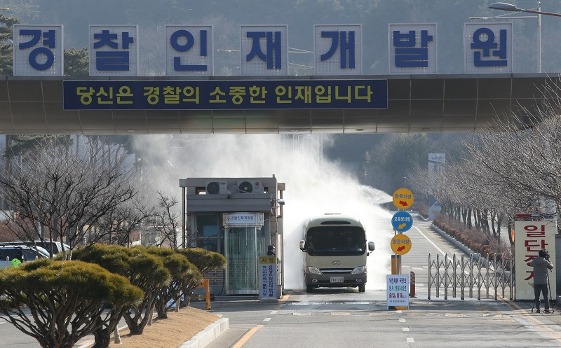 A vehicle is fumigating the gate of the temporary isolation facility in Asan.