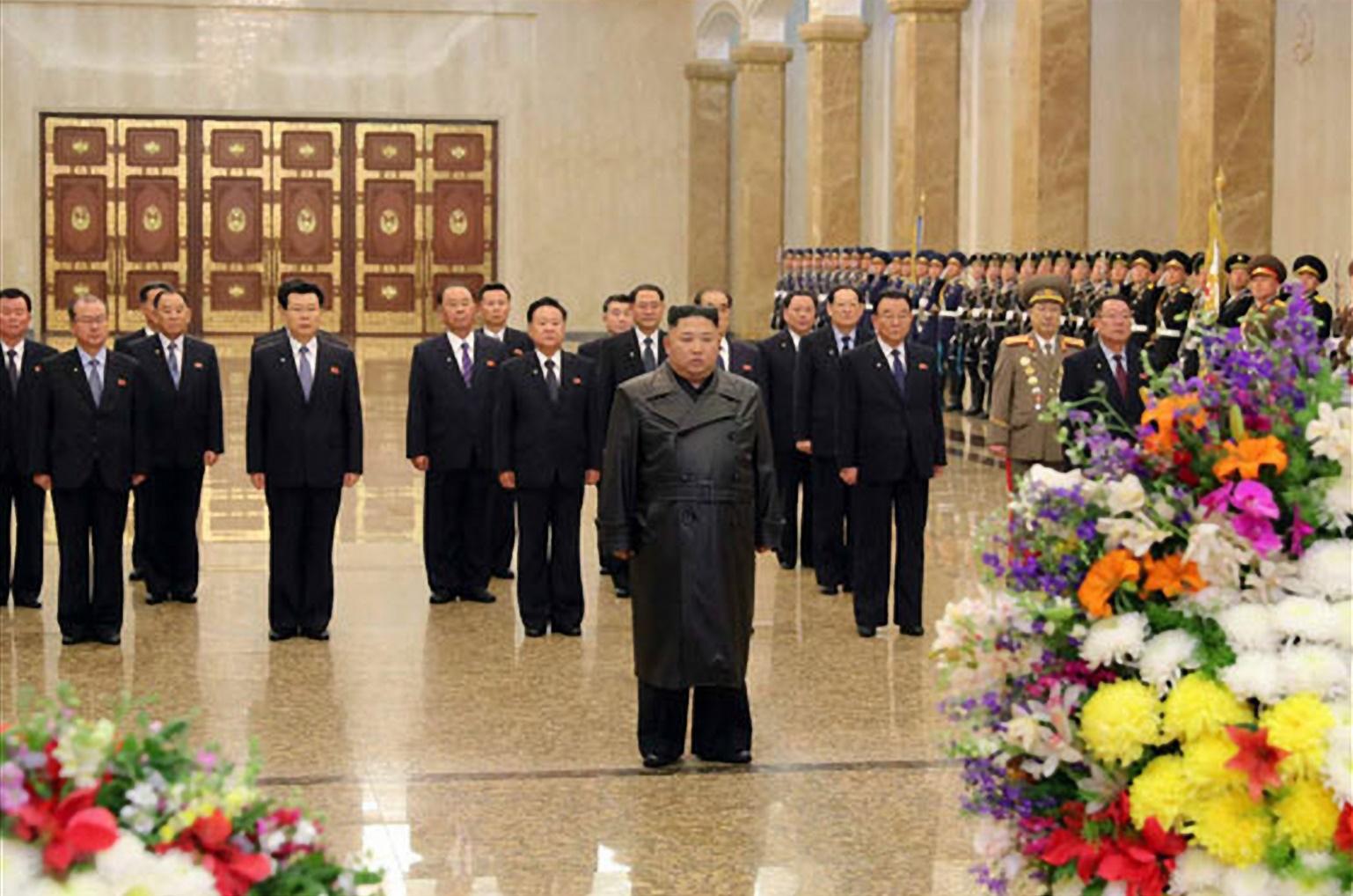 금수산태양궁전 참배하는 김정은 위원장