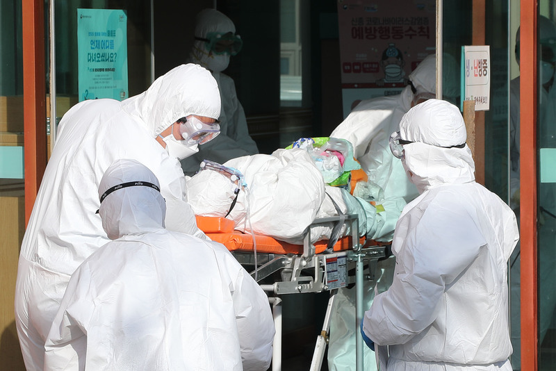 COVID-19 virus patient being transferred to another hospital from Daenam Hospital in Cheongdo