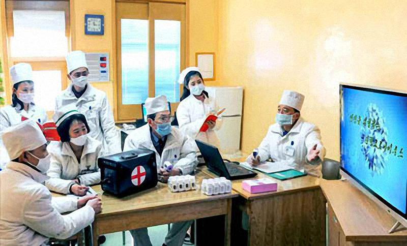 North Korean medical staff holding a meeting on COVID-19